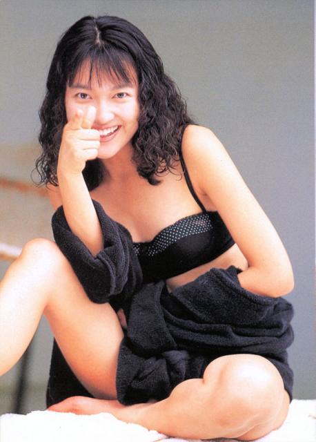 黒いビキニの羽田美智子。
